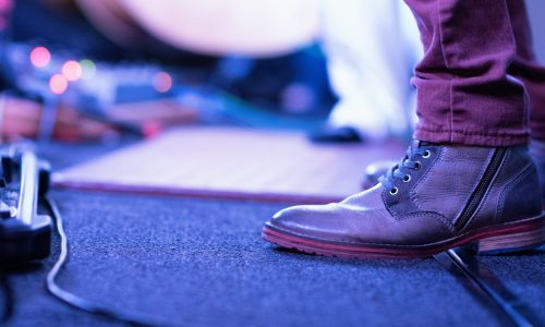 Feet on Stage | Kycker Article